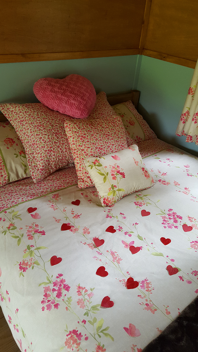 The Owl Hut Double Bed